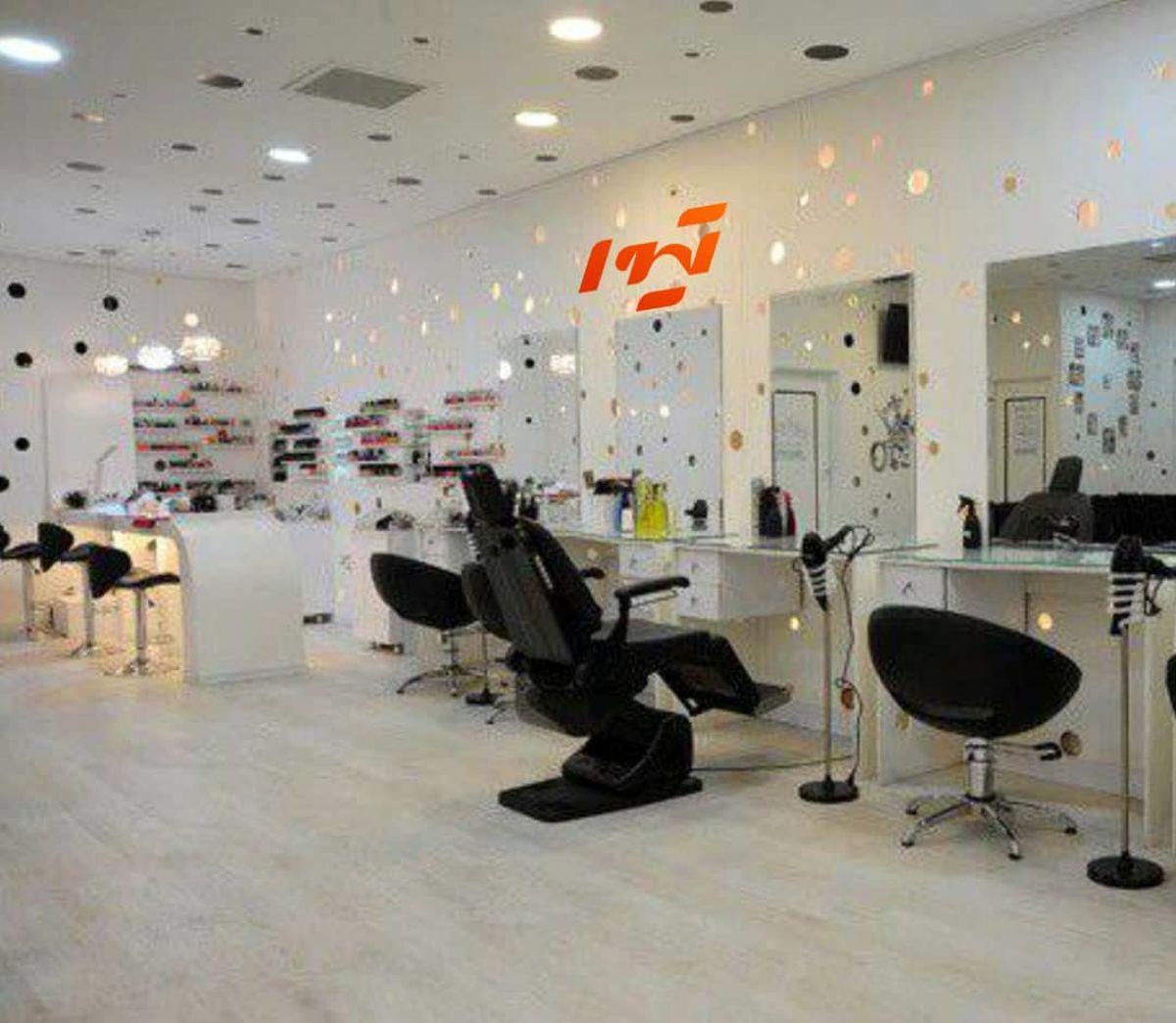 پیشنهاد فروش شیشه به مشتریان در آرایشگاه های زنانه